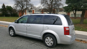 2008 dodge caravan very clean and neat no accident very low km