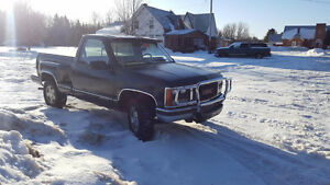 1988 GMC ShortBox StepSide  4x4 Standard Sunroof BushBar