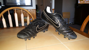 Nike t1empo soccer cleats men's size 11.5