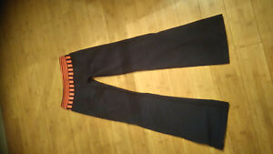 Lululemon grooves sz 4 perfect condition London Ontario image 1