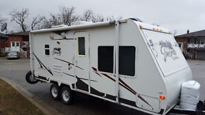 Hybrid 24 feet sleeps 8 power slide out in excellent condition