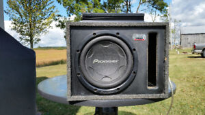 """12"""" Pioneer Subwoofer with 800 amp"""