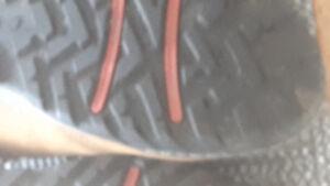 2 paires de souliers sport de marque ECCO en très bon état.