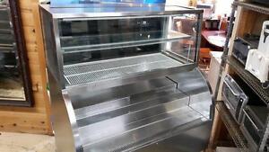 Présentoir réfrigéré double service,  simple service et vitre courbe