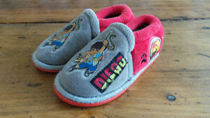 Diego Slippers Size 5-6 / Pantoufles Diego Grandeur 5-6 West Island Greater Montréal image 1