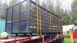 Flatdeck bed ( has tailgate railgate) 20 ft flat deck w/ sides
