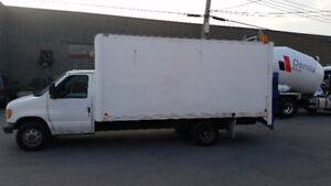 Ford CTV 2000 CAMION 16 PIED CUBE AVEC  MONTE CHARGE