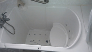 Walk in bath tub with air jets (sold ppu)
