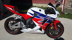 (PRICE REDUCED) 2013 Honda cbr 600rr HRC edition$7800firm