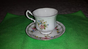Royal Standard Bone China Cup & Saucer-Excellent Condition Cambridge Kitchener Area image 2