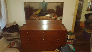 antique dresser set with mirror and 2 night end tables