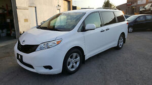 2011 Toyota Sienna-COMES WITH SAFETY & E-TEST,
