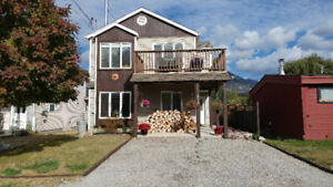 Invermere Home Close to the Lake and Mountains