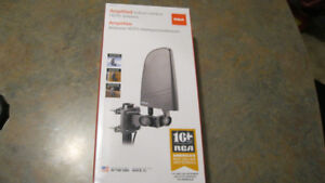 RCA CANT702F Digital Amplified Indoor/Outdoor Antenna