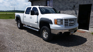 Low mileage 2009 GMC sierra 2500HD 4 door 4x4