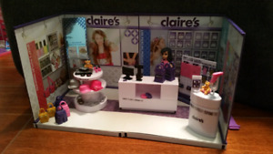 MiWorld- Claires and Sprinkles Cupcakes and Sketchers.
