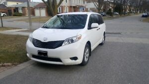 2011 Toyota Sienna Minivan, NO ACCIDENTS
