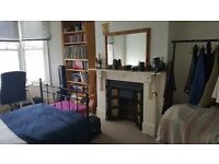 Large Double Bedroom to rent in friendly house just off Gloucester Road, Bristol