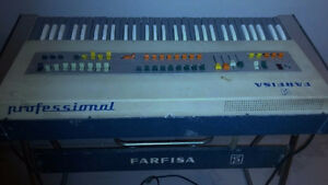"""""""Vintage Red Farfisa combo compact keyboard organ"""" West Island Greater Montréal image 7"""