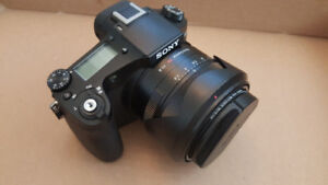 SONY RX10 M1 Like New