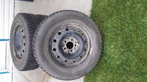 215/65/r16 good condition tires in rims Prince George British Columbia image 2