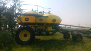 John Deere 1820 air drill and 1910 TBH cart