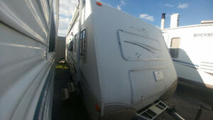 2005 trail light 27 ft nice clean trailer $7,900
