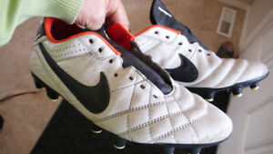 Soccer/ football cleats - nike us-9