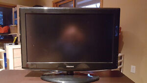 """32"""" Samsung LCD HD TV for sale"""