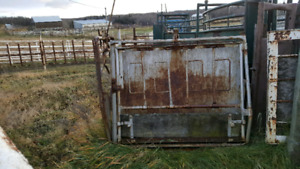 Calf tipping table