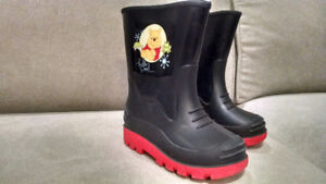 WINNIE THE POOH HANDLE IN RAIN BOOTS TODDLER SIZE 7
