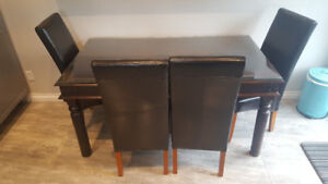 Kitchen table and chairs / dining room table and 4 Chairs