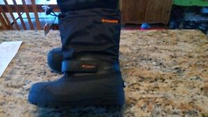 Brand New Columbia size 1 kids winter boots