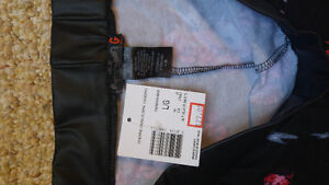 Guess new with tags leggings size large London Ontario image 2