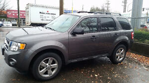 2011 FORD ESCAPE XLT - VERY LOW KMS - LOCAL
