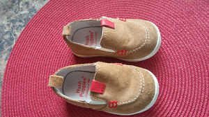 Hush Puppies baby boy's shoes worn once size 4