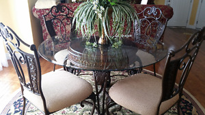 Dining round table with 4 matching chairs