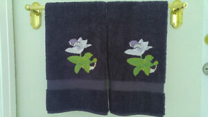 "NWT Pair (2) of  Delorme THICK Guest Towels 28 x 17"" (ret $180)"