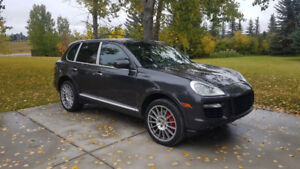2009 Porsche Cayenne Turbo S. Loaded with 550HP