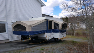2009 Flagstaff side out tent trailer