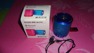 BRAND NEW SPEAKERS MP3 PLAYER USE USP/SD/FM RADIO