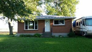 Country Bungalow for Rent Stratford Kitchener Area image 1