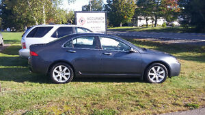 2005 Acura TSX Leather 4 cylinder 6 speed manual!
