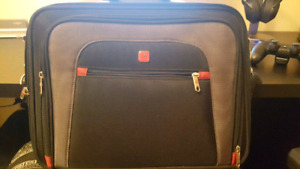 Selling a fitted laptop bag. (Universal size)