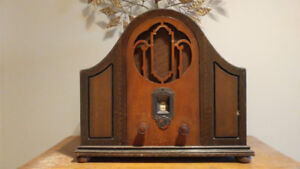 """DeForest Crosley Drake"" Vintage Radio Canadian Made."