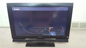 "SCREEN BROKEN - 32"" Sony LCD TV"