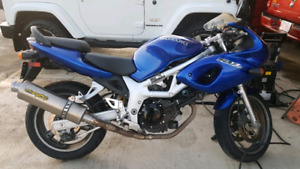 2000 SV650S. Only 19000 km brand new rear tire!