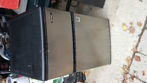 Mini fridge excellent condition need to sell as soon as possible