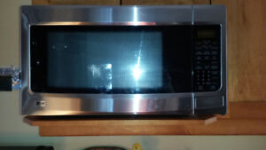 LG 2.2 STAINLESS BLACK MICROWAVE - LIKE NEW!!!