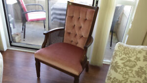 Beautiful Accesnt Chair in Good Condition.